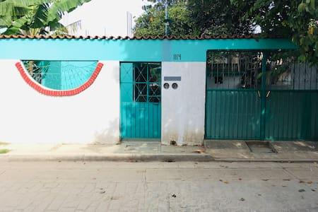Fachada de la casa / outside house