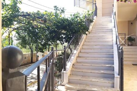 Lối vào có chiếu sáng tốt