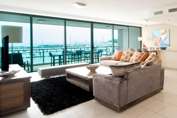 Stunning Two Bedrooms With Amazing Marina views