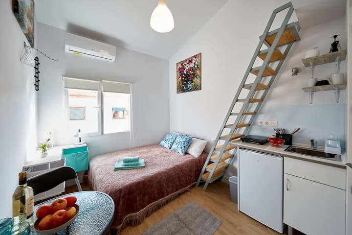 Modern new studio near railway station Renfe