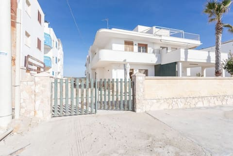Apartment in front of the beach