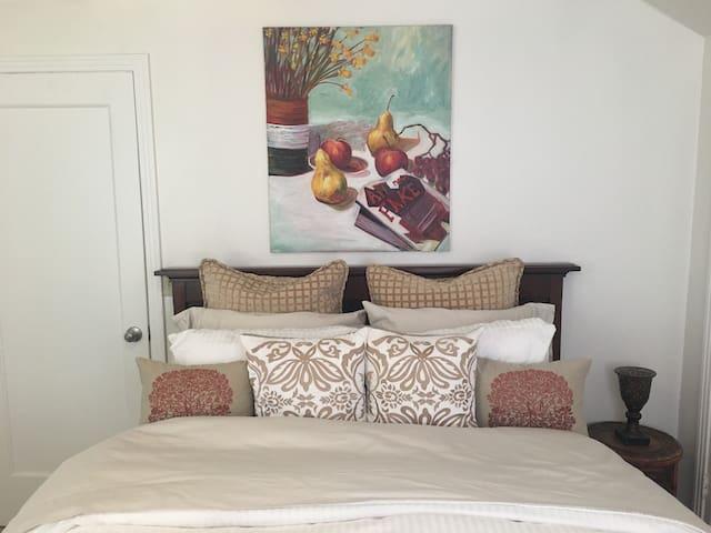 Cozy upper level apartment