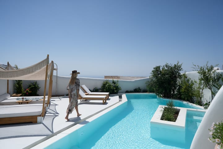 Deluxe  Villa  with sunset view & swimming pool