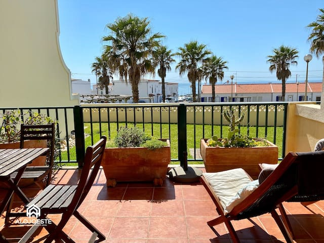 Sunny ocean view apt w/pool, 3 min walk from beach
