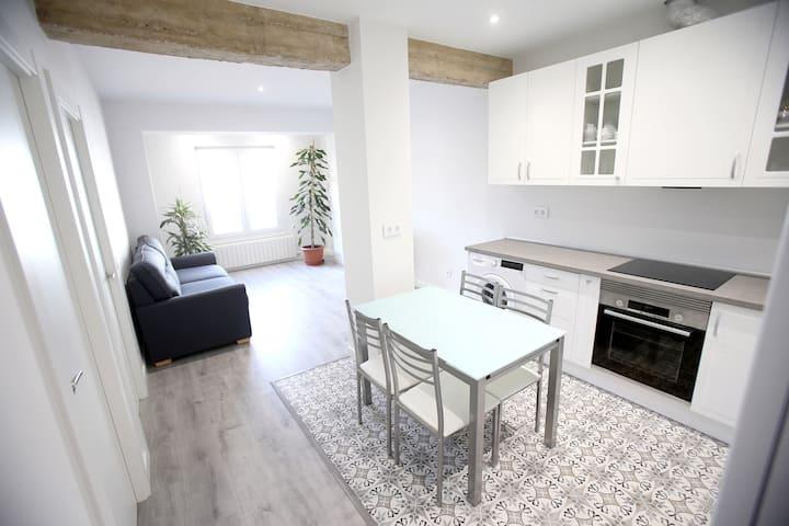 Apartamento céntrico reformado y garaje opcional.