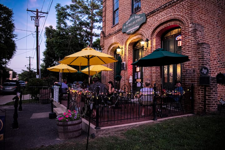 McGarity's Upstairs Inn (Entire unit is yours)