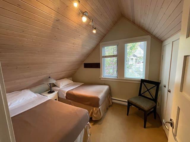 Second bedroom in cabin 6