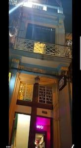entrada del hostal y cafeteria Doña alicia