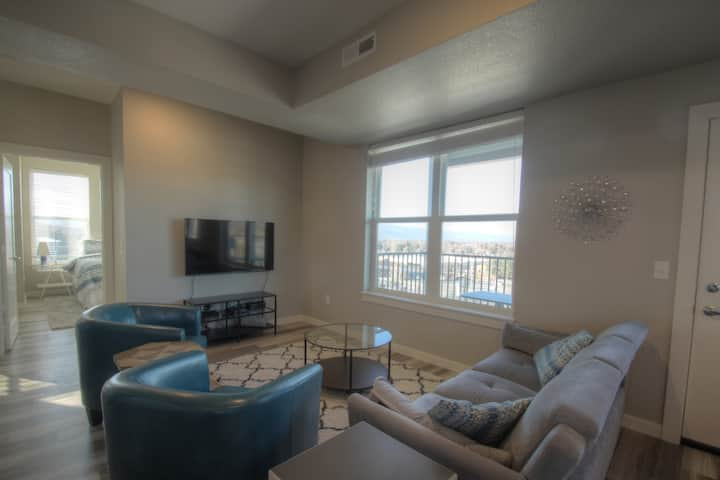 Modern 2 bedroom/1 bath with AMAZING views!!
