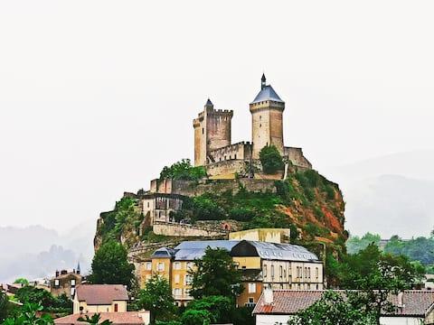 Les Terrasses de Cocagne, face au château de Foix