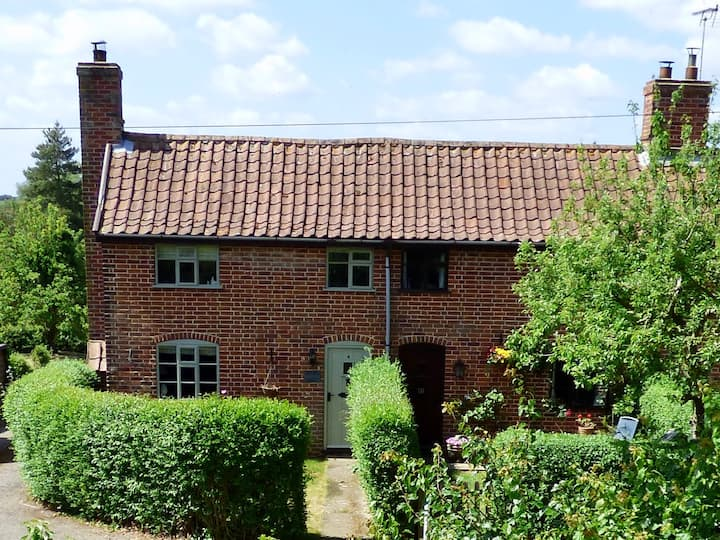 Grade 2 Listed Countryside Cottage, close to Coast