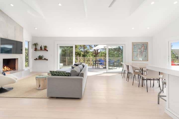 Stylishly Renovated in Amagansett Dunes with Pool