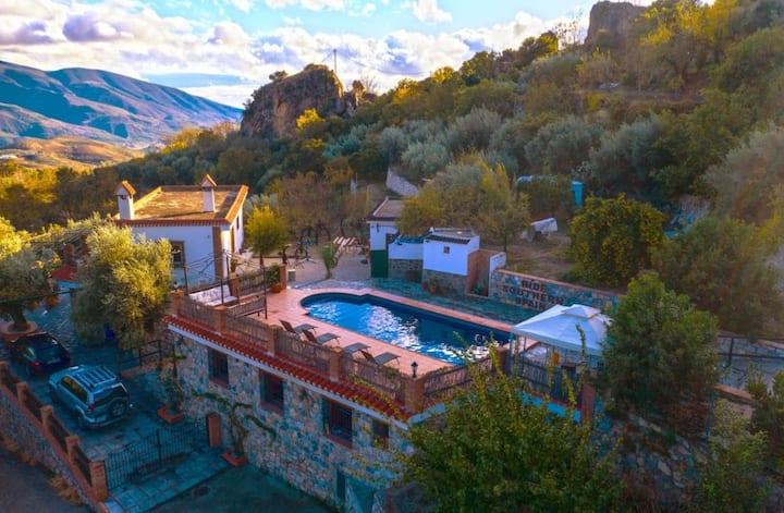 Stunning villa & pool,walk to town, mountain views