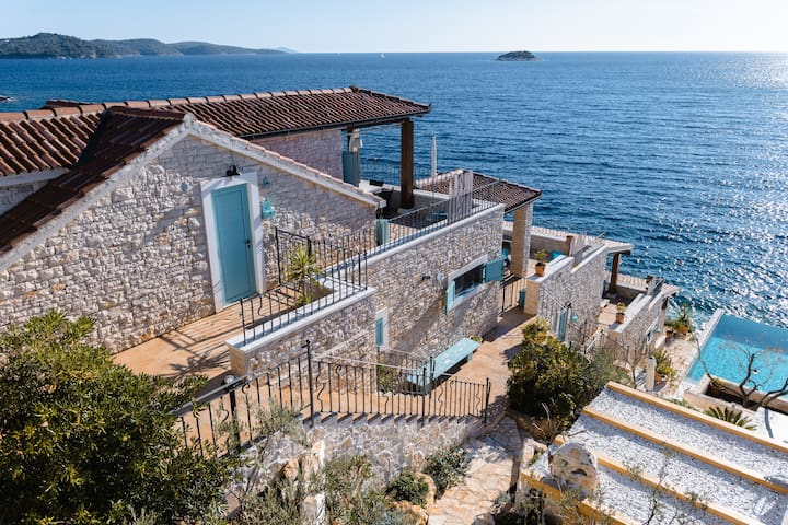 Villa Kamen-Blue A paradise on the beach&Terrace☘️