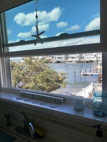 Stone Harbor -Cute, bright recently updated Apt.