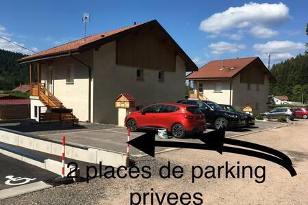 Deux places de parking privées dont une PMR.