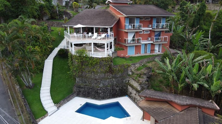 Stunning House in Private Condo with Swimming Pool