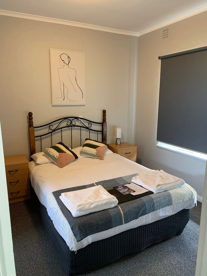 Adelaide city fringe spacious apartment