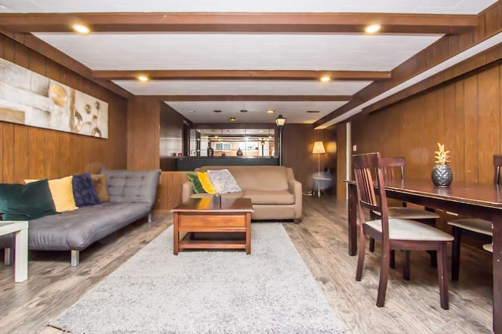 ✰✰Colourful & Relaxing 2bed Basement + Parking✰✰