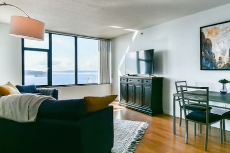 Downtown Waterfront Pike Place Luxury Apartment