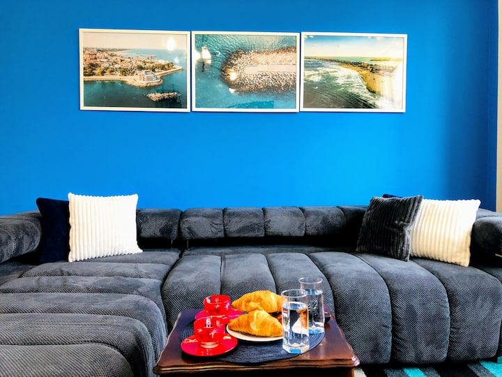 Modern& Stylish Stay| Top Location | 5min to Beach