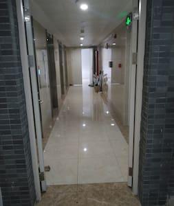 走廊出入口,宽95厘米,高2.2米