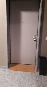 ingresso all'appartamento subito di fronte all'uscita ascensore