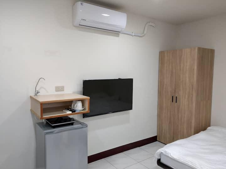 東寧靜謐套房 鄰近成功大學 有專屬洗衣機專屬晾衣窗台 適合長期住宿