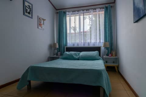 Comfy private room in downtown Cartago