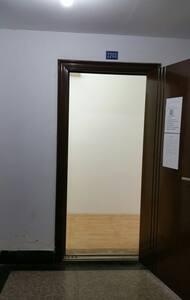 入门处配备照明