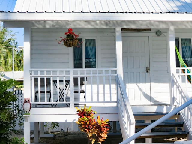 Deluxe Cottage #2 @ Harbour View Cottages