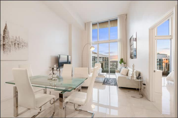 Beautiful One Bedroom Condo 16ft ceilings at the W