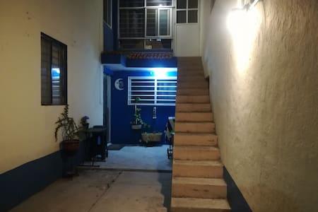 Iluminación en el área de cochera/garage