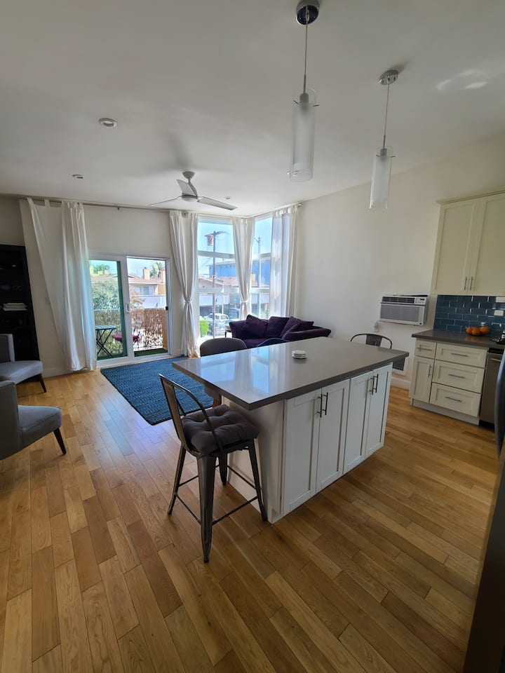 Venice Beach: 2 bed/bath + 2 person private office