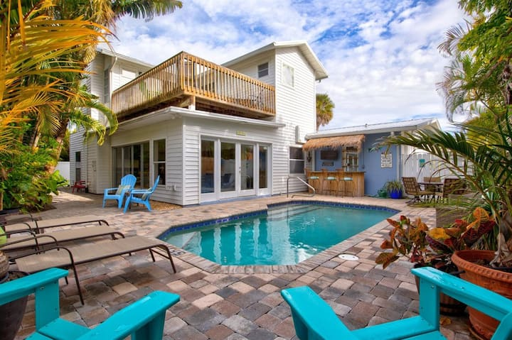 Anna Maria Oasis   large home 5 houses from beach