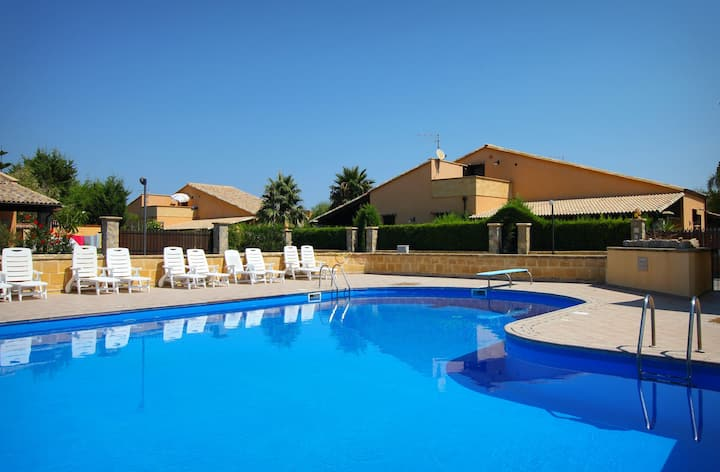 Villa Rosa 2 - Pool, Air Cond, Garden, Beach.