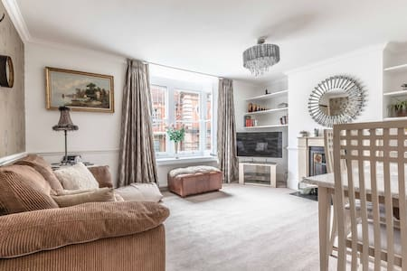 Windsor centre 2 bed  Victorian townhouse sleeps 6