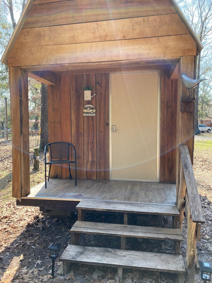 Great Glamping Cabin (3) with AC