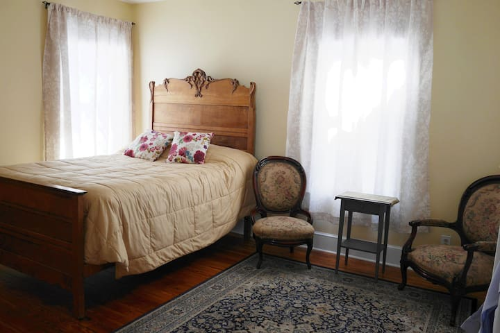 Victorian home in Historic District Fredericksburg
