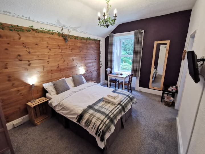 Ensuite Double Room - In-Room Breakfast Incl.