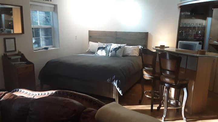 Winterfell Inn - No Hidden Fees; Dog OK; King Bed