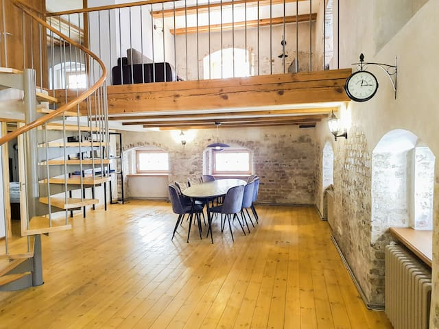 ®❤️Old town duplex loft★self-check-in★