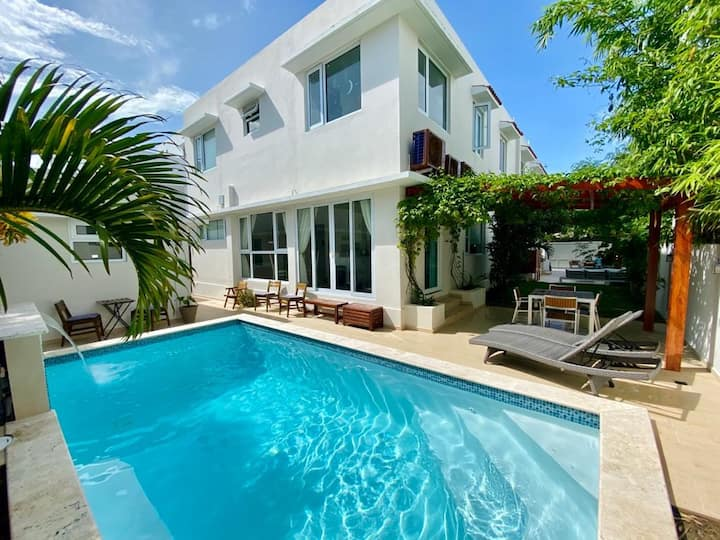 Best location with pool, steps from beach!