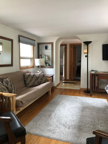 Bright and Sunny 2 Bedroom Apartment