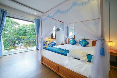 Hoi An beach, balcony room, garden view