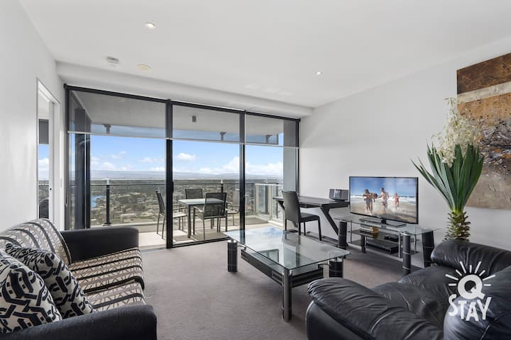 Circle on Cavill – 1 Bed + study — Q Stay