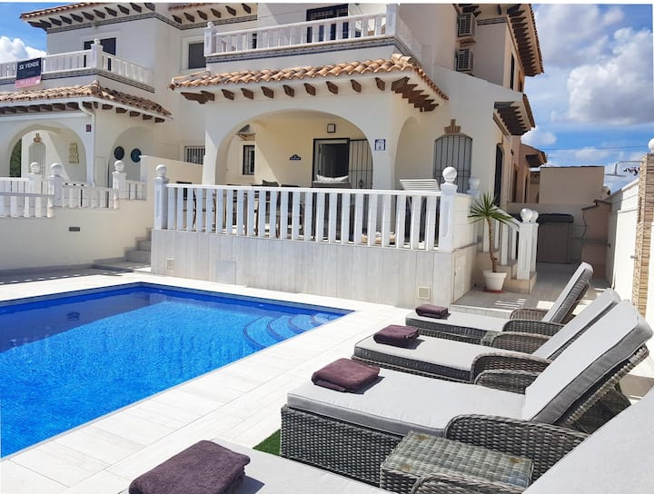 House with Swimming Pool, golf, sun, sand and sea