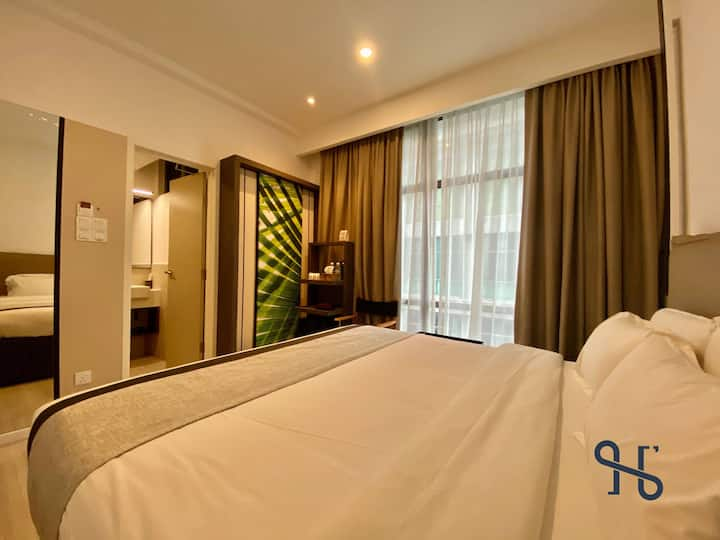 JIA【301】by Homesuite' | King-Bed near Imago KK
