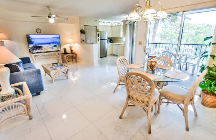 Beautiful 1BR 1.5BA apartment close to the beach