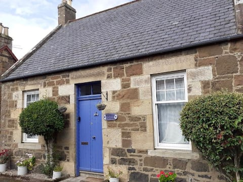 Holmlea Cottage, charming, peaceful and welcoming.